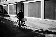 biker (gato-gato-gato) Tags: 35mm ch contax contaxt2 iso400 ilford ls600 noritsu noritsuls600 schweiz strasse street streetphotographer streetphotography streettogs suisse svizzera switzerland t2 zueri zuerich zurigo z¸rich analog analogphotography believeinfilm film filmisnotdead filmphotography flickr gatogatogato gatogatogatoch homedeveloped pointandshoot streetphoto streetpic tobiasgaulkech wwwgatogatogatoch zürich black white schwarz weiss bw blanco negro monochrom monochrome blanc noir strase onthestreets mensch person human pedestrian fussgänger fusgänger passant sviss zwitserland isviçre zurich autofocus