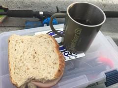 Fiskefrukost 4/11 (Atomeyes) Tags: mat fiske kaffe skinka macka frukost