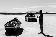 Beach in Brazil - Ceará (Luiz Contreira) Tags: jericoacoara ceará brazil brasil beach car boat silhouettes silhuetas praia sanddunes canon canon6d brazilianphotographer blackwhite bw pretoebranco pb woman people monocromático sun diaclaro