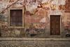 Antiga (ponzoñosa) Tags: silves algarve faro muralha ponte parede wall carmesí antigua antique antiga rua street calle port portugal unexpected summer