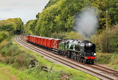 Sir Keith On The Goods. (neilh156) Tags: steam steamloco steamengine steamrailway railway 34053 sirkeithpark kinchleylane greatcentralrailway greatcentralrailwayautumngala2017 goodstrain pacificloco bulleidpacific battleofbritainclass battleofbritain battleofbritainpacific southernrailway pacific bulleid
