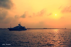 _52R8794 (Dream Deliverd) Tags: kaohsiung taiwan timelessmomentshalloffame timelessmomentshof sunset sun ship boat sea harbor dreamer artdream
