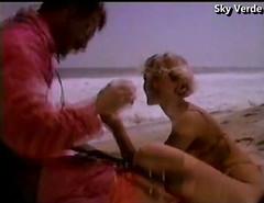 Comercial 100 años de McKay (1992) (hernánpatriciovegaberardi (1)) Tags: comercial galletas mckay más ricas no hay 100 años 1992 🍪 tierna chica piernas rodillas ❤