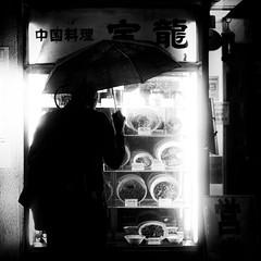 ramen on rainy day/雨の日のラーメン (s_inagaki) Tags: 雨 ラーメン 傘 東京 スナップ モノクロ 白黒 rain ramen umbrella tokyo snap monochrome blackandwhite bnw bw jupiter850mmf2