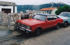 Ford Taunus TC Coupé Split (Ile de Hvar) Croatie Hrvatska 1998 a (mugicalin) Tags: taunus fordtaunus fordtaunustc fordtc taunustc germancar classiccar coupé convertible croatie croatia hrvatska redcar redcars années90 1998 red rouge redandblack 794 hr youngtimer 10fav kroatien croazia хрватска хорватия хърватия croacia horvátország κροατία kroatië