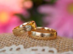 I do! (Karsten Gieselmann) Tags: 60mmf28 braun em5markii gold mzuiko makro microfourthirds olympus ring rosa schmuck stilleben weis brown golden jewelry kgiesel m43 mft pink white
