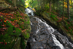 Autumn at Thundering Brook Falls (Simmie | Reagor - Simmulated.com) Tags: 2017 connecticutphotographer evening fall fallcolor forest killington landscape landscapephotography nature naturephotography newengland october outdoors thunderingbrookfalls unitedstates vermont digital https500pxcomsreagor httpswwwinstagramcomsimmulated water waterfall wwwsimmulatedcom us