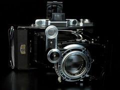 Zeiss Ikon Super Ikonta 531/2 (bac1967) Tags: zeiss ikon super ikonta 5312 opton tessar 120film zeissikon superikonta zeissikonsuperikonta5312 tessarlens foldingcamer bellows coupledrangefinder compurshutter compur zeissikonsuperikonta vintagecamera carlzeiss