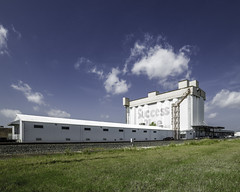 The Silos on Sawyer - CT1 (Mabry Campbell) Tags: 2016 april h5d50c harriscounty hasselblad houston silos texas thesilosonsawyer usa unitedstatesofamerica architecture building commercialphotography exterior fineart fineartphotography historic image landmark old photo photograph photographer photography f22 mabrycampbell june 2012 june172012 201206171391 85mm ¹⁄₈₀₀sec 100 ef85mmf18usm fav10