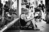 DSCF5636 (靴子) Tags: 街頭 街拍 黑白 單色 歐洲 西班牙 巴塞隆納 bw bnw street streetphoto people man