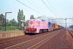 NS 2530 + 2413 + 2450 + 2444 + goederentrein  - Tilburg West (Rene_Potsdam) Tags: railroad nederlandse spoorwegen 2400 2500 2530 2475 2450 2444 tilburg