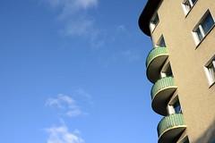 Die Sonne macht vieles schön ^^ (rainbowcave) Tags: mainz balkon haus himmel balcony sunny sonnig herbst autumn fall