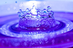 the crown jewel (Paul Wrights Reserved) Tags: crown light splash dof outoffocus focus flash blurred magical drop drip reflection circle