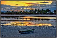 Atardecer de dorada calidez. (Jose Roldan Garcia) Tags: luz libre libertad laguna nubes naturaleza aire atardecer agua sequía colores cielo paisaje contrastes