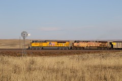UP Tier 4 leads southbound at the Windmill (kschmidt626) Tags: powder river coal train wyoming bnsf union pacific sunset sunrise tier 4