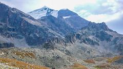 Czeka na długi marsz po głazach. (Tomasz Bobrowski) Tags: wspinanie mountains gruzja kaukaz góry tetnuldi caucasus georgia climbing