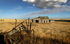 Abandoned in  Alberta. (Bernard Spragg) Tags: abandoned alberta old ruins landscapes scenery decay lumixfz1000 rural country scenic bridgecamera