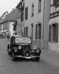 Vergangenheit...?-past..? (Anke knipst) Tags: bergheim france frankreich citroen sw bw schwarz weis oldtimer vintage car