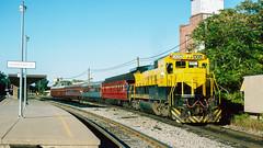 4004_9_28_crop_clean_R (railfanbear1) Tags: dh nysw