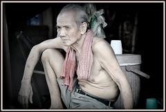 "Au Marché de ""Kratie"" au Cambodge. (scoubidou13) Tags: cambodge cambodia kratie streetlife scenederue homme marché market"