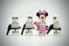 LEGO Stormtrooper Minnie (Pasq67) Tags: lego minifigs minifig minifigure minifigures afol toy toys flickr legography pasq67 starwars stormtrooper 2017 france minnie mouse minniemouse lifeonthedeathstar