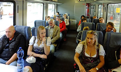 DSCF2287b (SeppoU) Tags: saksa deutschland germany nürnberg nuremberg münchen munich paikallisjuna commutertrain oktoberfest näyttöasuste displaygarment tytöt girls
