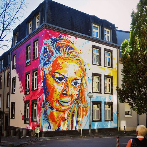 Enough #colors now ? #Art by #RaphaelGindt. . #esch #luxembourg #streetart #streetartluxembourg #graffiti #urbanart #graffitiart #urbanart_daily #graffitiart_daily #streetarteverywhere #streetart_daily #wallart #mural #ilovestreetart #igersstreetart #rsa_