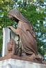 Mourning woman sculpture (Monceau) Tags: cimetièredupèrelachaise pèrelachaise sculpture rusty mourning woman urn