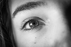 Just eyes (b&w) (Thomas Verleene) Tags: oeil yeux eye eyes cheveu cheveux noir noiretblanc blanc blackandwhite black white beginner beginners amateur amateurs light macro canon dslr eos portrait
