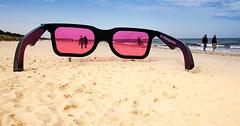 schau durch die rosarote Brille......... (petra.foto busy busy busy) Tags: fotopetra canon 5dmarkiii ostsee strand fischland dars natur brille sonnenbrille rosarot skulptur kunst