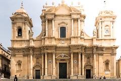 Sunny day in Noto (Eric Bernardet) Tags: sicilia sicily sicile noto