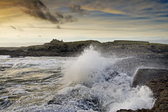 Trearddur 17.10.17 (Ken Bland) Tags: trearddur anglesey northwales wales waves sunset stormyseas sea peninsula house unitedkingdom rocks fastshutterspeed crashing cliffs nikond7100
