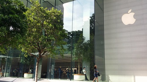 Apple store, Orchard Road, Singapore. by MagicHoth, on Flickr