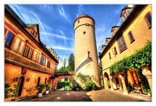 Mespelbrunn - Schloss Mespelbrunn Innenhof 01