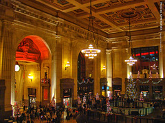 Grand Hall, Union Station, 10 Dec 2016 (photography.by.ROEVER) Tags: kansascity missouri usa 2016 december2016 december night photography evening kcmo holidays