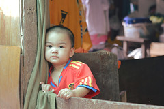 home alone (the foreign photographer - ฝรั่งถ่) Tags: boy doorway football shirt curtain khlong thanon portrait bangkhen bangkok thailand nikon d320050mm f18 g instantfave