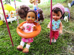 Best Friends (flores272) Tags: kellydoll kellyclothing chelseadoll barbiedoll barbieslittlesister park outdoors doll dolls toy toys