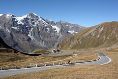 Großglocknerstraße mit dem Großen Wiesbachhorn (3564 m) im Hintergrund (Helgoland01) Tags: grosglocknerhochalpenstrase grosglockner österreich alpen alps salzburg