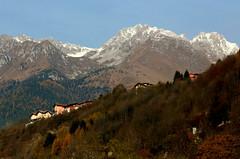 Valle Camonica (annalisabianchetti) Tags: vallecamonica mountains montagne alps autumn autunno trees wood bosco paesaggio landscape italy houses