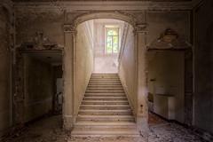 Villa Marble (Emeuh-Bru) Tags: villamarble italia italie abandonné abandoned urbanexploration urbex explorationurbaine lost escaliers decay stairs nikond7200 tamron1024