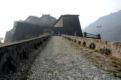 Fort d'Exilles (RarOiseau) Tags: italie piémont monument brume fort architecture exilles montagne saariysqualitypictures contrejour