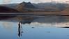 El fotógrafo (zapicaña) Tags: iceland travel mirror viaje fotografo tripode reflejo dyrholaey islandia