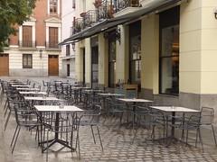 Café in the Plaza del Conde de Barajas (dlge) Tags: spain españa madrid cafés chairs tables