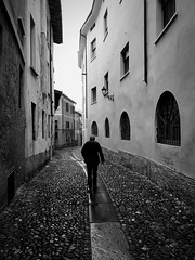 iPhone photo 48 - Brescia (Jacopo Pandolfini) Tags: strada street pioggia rain rainyday bn bw blackandwhite biancoenero brescia italia italy iphone7 iphone
