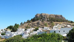 Lindos and its acropolis (pefkosmad) Tags: pefkos pefki pefkoi rhodes rodos greece greekislands griechenland hellas dodecanese holiday vacation vacances lindos acropolis view hill citadel village houses white