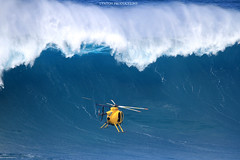 Heli Wave (Aaron Lynton) Tags: peahichallenge peahi jaws lyntonproductions canon 7d sigma hawaii maui xxl bigwave big wave wsl surf surfer surfing
