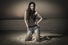 the jumeirah beach portrait_II (sonofphotography) Tags: sonofphotography tsphotoart blackandwhite bw beauty portrait light shade bokeh photo rock fashion explore style facebook instagram influencer clair obscure dubai leicasl