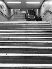 This escalator is definitely to short! (Berliner1963) Tags: neonlicht geländer tristesse stairway treppe grau grey escalator rolltreppe u9 subway ubahn steglitz berlinsteglitz berlin germany deutschland
