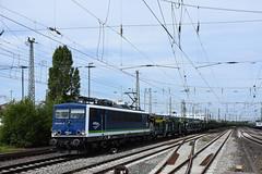 155 211 Bremen with an empty car train (Richard Hagues Photography) Tags: bremen bahn railways germany guterzuge db electric 155