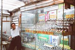 Mong Kok Style (fcdvpds) Tags: leicaminilux fujifilm superia800 hongkong film fcdvpds mongkok 40mm